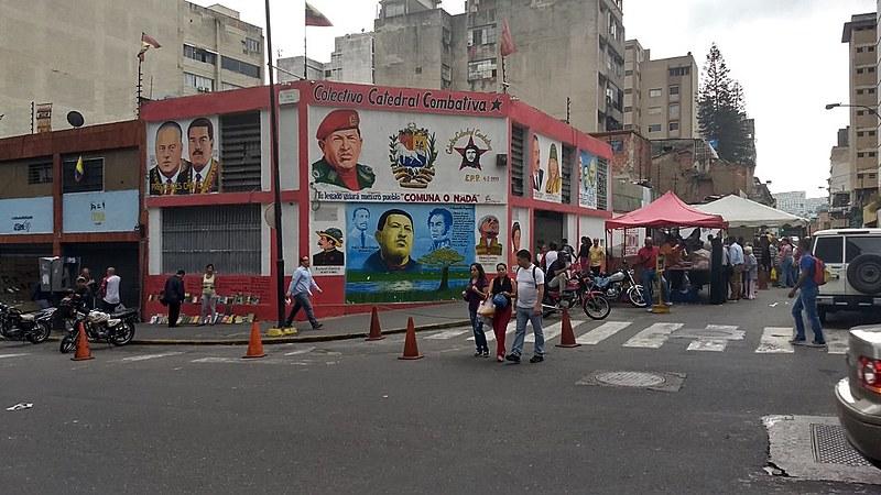 Comércio funciona com normalidade, afirma moradora de Caracas