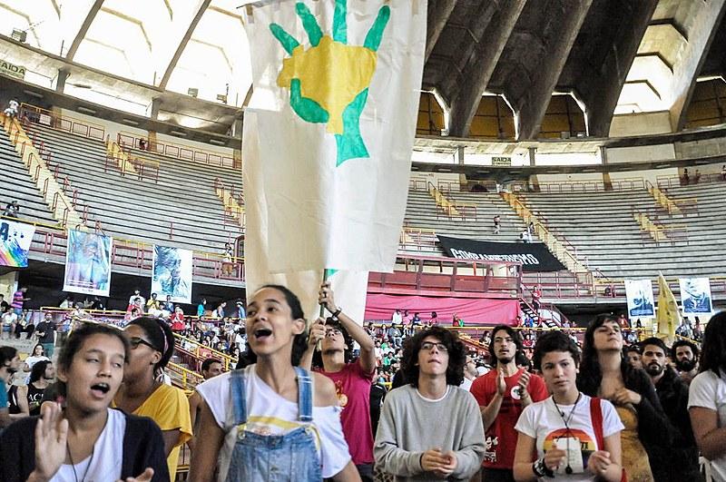 Na conversa, Julia e Mara apontam aspectos do perfil da juventude brasileira à partir das experiências com o trabalho de base desenvolvido pelo Levante