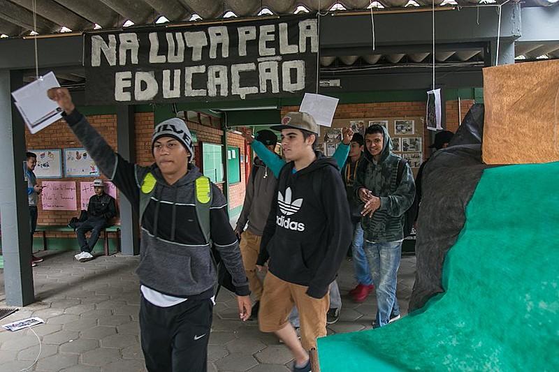 Ocupação na Escola Estadual Emílio Massot, na capital gaúcha