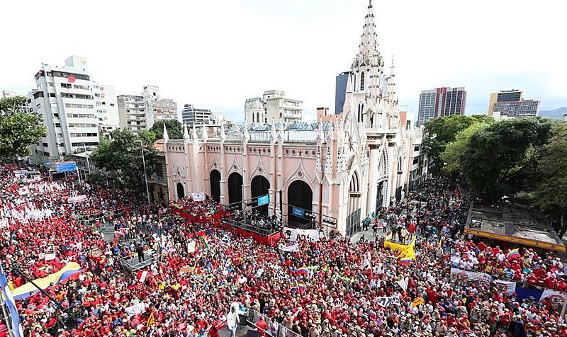 Venezuelanos marcharam a favor de Maduro e contra o golpe de Estado na Bolívia