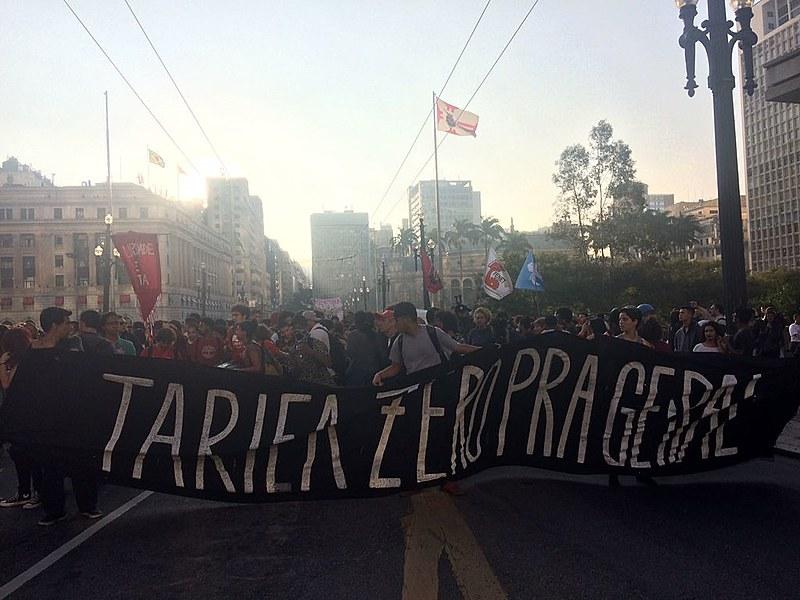 O ato aconteceu no Viaduto do Chá, em frente a sede da Prefeitura de São Paulo.