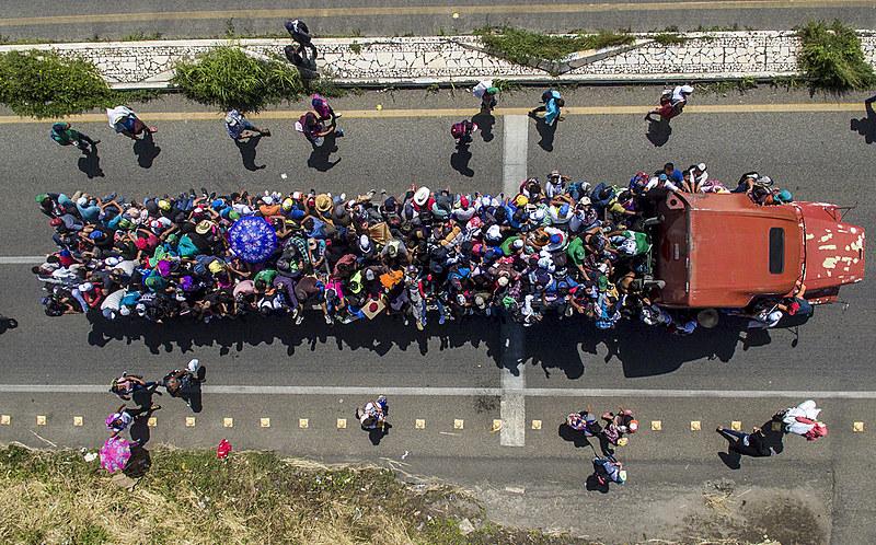 A caravana, formada por famílias com centenas de crianças, teve início na cidade hondurenha de San Pedro Sula; grupo já está no México