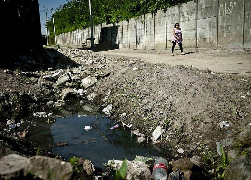 Vinte e sete milhões de mulheres no Brasil não têm acesso adequado à infraestrutura sanitária ou saneamento básico.