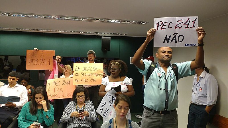 Protestos marcam debate sobre PEC 241 nesta quinta (6)
