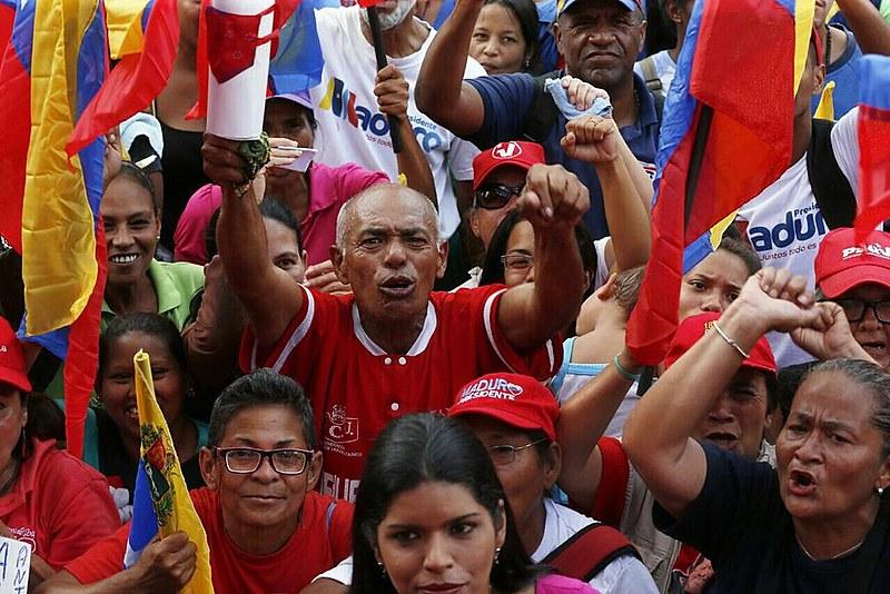 Venezuelanos vão às ruas de forma massiva em defesa da Revolução Bolivariana